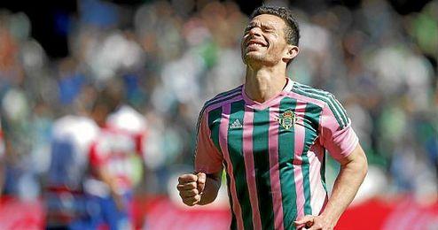 Rub�n Castro celebra un gol en el partido ante el Granada.