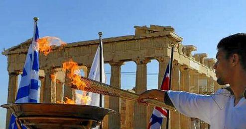 La antorcha ol�mpica acabar� su periplo por Grecia el 27 de abril en el estadio Panathinaiko.