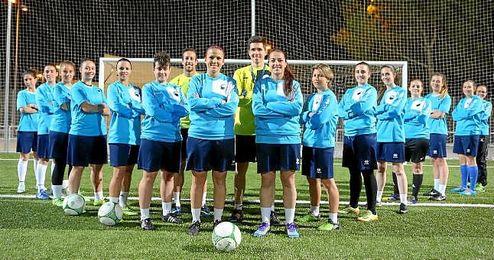 El Ciudad de Alcal�, campe�n de la Segunda Andaluza Femenina, posa para ESTADIO Deportivo.