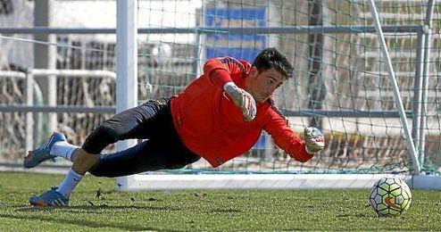 Mariño, en un entrenamiento con el Levante.