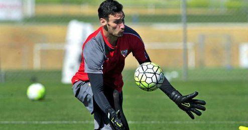 Sergio Rico renovó en enero hasta 2019.