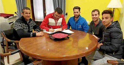 El Ayuntamiento firma convenios con los clubes deportivos