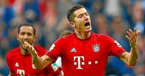 Lewandowski firmó un doblete ante el Schalke.