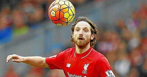 Joe Allen, en un partido con el Liverpool.