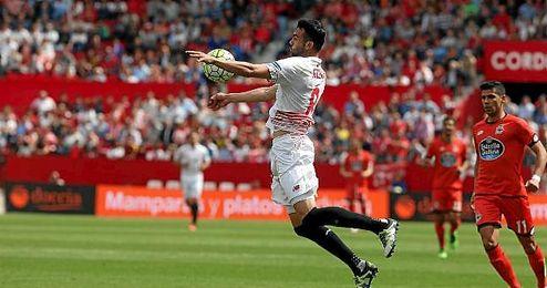 Iborra, en un lance del partido ante el Deportivo.