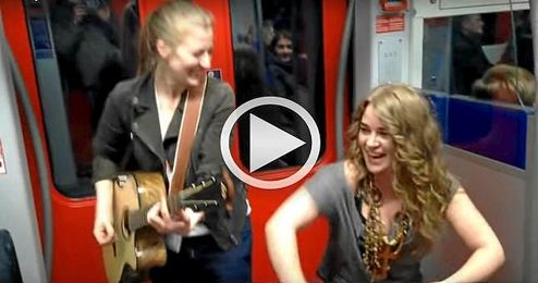 Kiddo Kat y Heidi Joubert, las cantantes del metro.