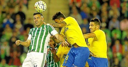 Bruno, en un lance en el partido ante Las Palmas.