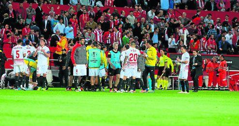El Sevilla lleva 54 partidos y, con las �semis� ante el Shakhtar, las cinco �ltimas jornadas de Liga y la final de Copa, alcanzar� como m�nimo los 62 que jugar�n Athletic y Barcelona.