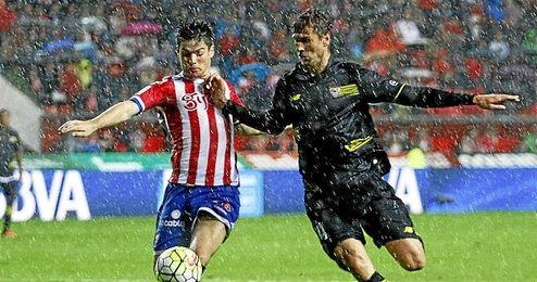En la imagen, Llorente durante el encuentro con el Sporting.