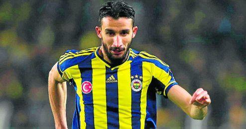 Mehmet Topal termina en junio su contrato con el Fenerbahçe.