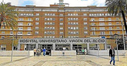 El beb� fue traslado al Hospital Virgen del Roc�o.