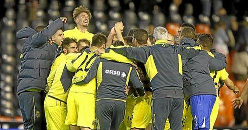 Los jugadores del Villarreal celebran la clasificaci�n.