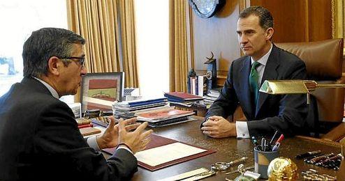 El Rey Felipe VI reunido con el presidente del Congreso Patxi López.