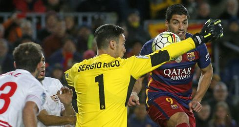 Sergio Rico ha firmado buenas actuaciones contra el Barcelona.