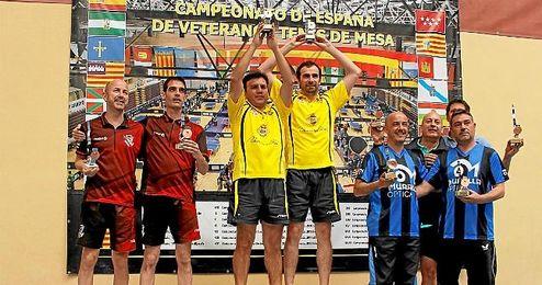 Los participantes en el podio