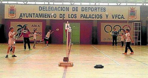 El Circuito Provincial de bádminton hizo vibrar a los más pequeños en Los Palacios y Villafranca.