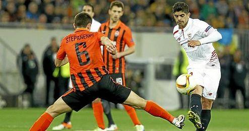 Lance del partido entre el Shakhtar y el Sevilla en el Arena Lviv.