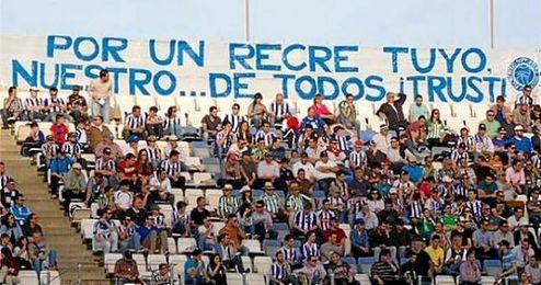 Pancarta del Trust de Aficionados del Recreativo de Huelva.