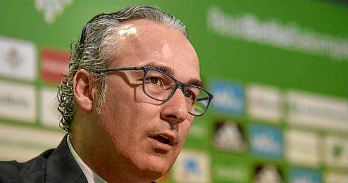 Miguel Torrecilla, durante su presentaci�n como director deportivo del Betis.