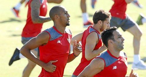 Steven N´Zonzi entrenando con el Sevilla el pasado verano.