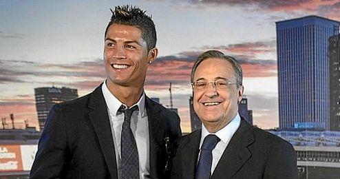 Cristiano Ronaldo junto a su presidente Florentino Pérez.