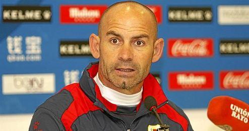El entrenador del Rayo Vallecano, en sala de prensa.
