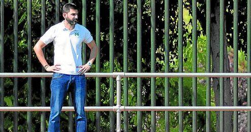 Ale Martín, entrenador de La Barrera, aguarda una respuesta oficial del club acerca de su continuidad.