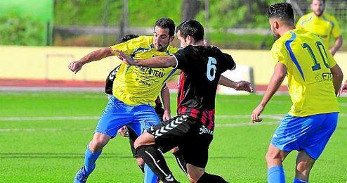 Lance del San Juan-Cabecense; ambos equipos se juegan la salvación esta jornada.