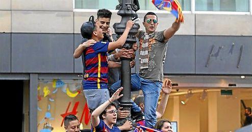 Imagen de aficionados blaugranas celebrando la Liga.