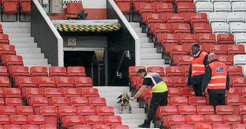 El bulto encontrado en Old Trafford resultó no ser una bomba.
