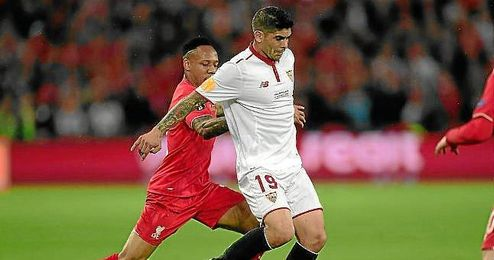 Lance del partido entre el Liverpool y el Sevilla en el St. Jakob Park.