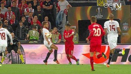 La mano de Carriço que no vio el árbitro.