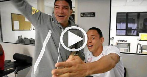 Renato y Ricardo Oliveira, en el vestuario del Santos.