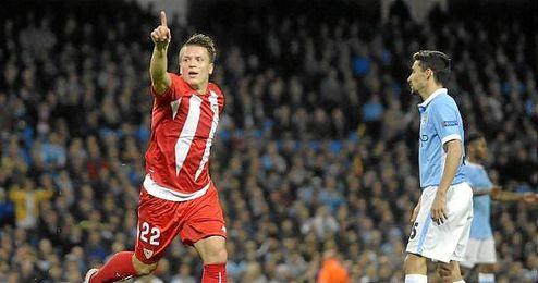 Konoplyanka celebra su gol en el Etihad ante el Manchester City.