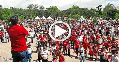 Los sevillistas están disfrutando en la Fan Zone instalada en el Parque de San Isidro.