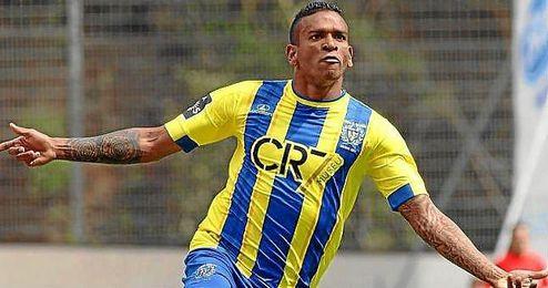 Amilton celebra un gol con el Uniao de Madeira.