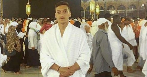 Mesut Özil colgó en su cuenta de Instagram una imagen en La Meca.