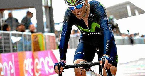 Valverde, debutante en el Giro a los 36 años, estrenó fiel a su clase su palmarés en la carrera rosa.