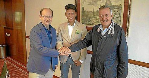 Jorge Carrascal firma hasta junio de 2021 con el Sevilla.