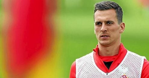 Milik ya se encuentra concentrado con Polonia para disputar la Eurocopa.