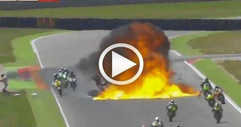 La ca�da de un piloto provoc� el derribo de otros tantos y la explosi�n de una de las motos.