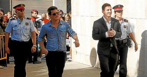 Messi, junto a su hermano, en los Juzgados.