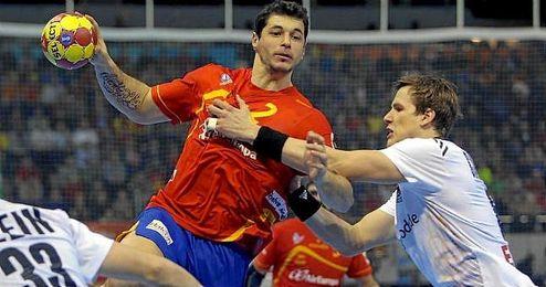 Alberto Entrerríos en un partido con la selección española.