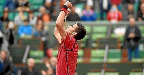 Djokovic celebra su triunfo sobre Bautista.