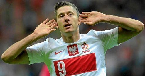 Robert Lewandowski celebrando un gol con Polonia.