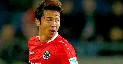 Kiyotake es un mediapunta que puede ejercer de centrocampista.
