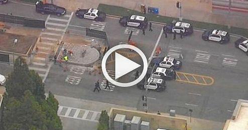 Intervención policial durante el tiroteo en la UCLA.