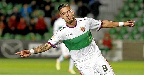 Sergio León, que llegó a debutar con el Betis, tiene una cláusula de 2 kilos.
