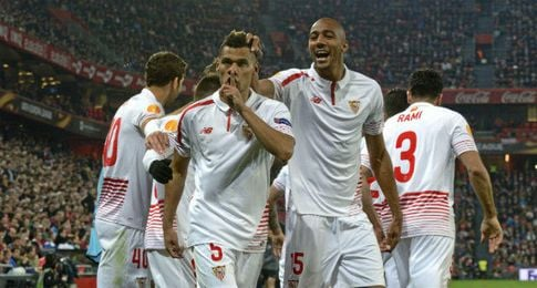 Kolo, celebrando un gol con el Sevilla.