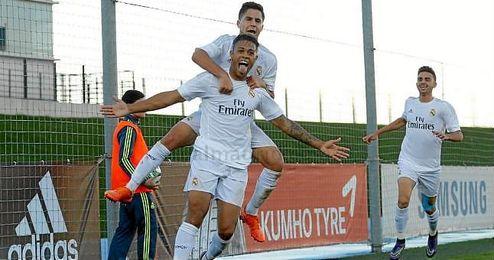 Mariano celebra un gol seguido por Mayoral (en último término).